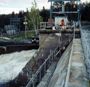 Injection of seams and cracks in OPG Ontario Power Generation dam using polyurethane chemical grout.